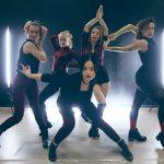 ダンススタジオの美女5人によるヴォーギングがカッコイイ!