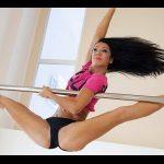 優雅で美しいポールダンサーJulija Shikulaの練習風景!