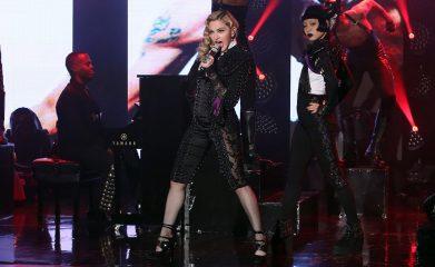 AyaBambiがマドンナと一緒にEllen's showでダンスを披露!
