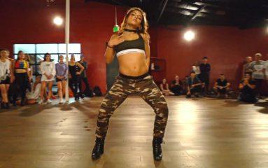 Jade Chynowethがダンススタジオで余裕のパフォーマンス!