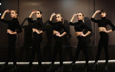 ダンススタジオで5名の美女達が魅せるヴォーギングダンス!