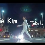 Lia KimがThe Broad美術館前で芸術的なダンスを披露!